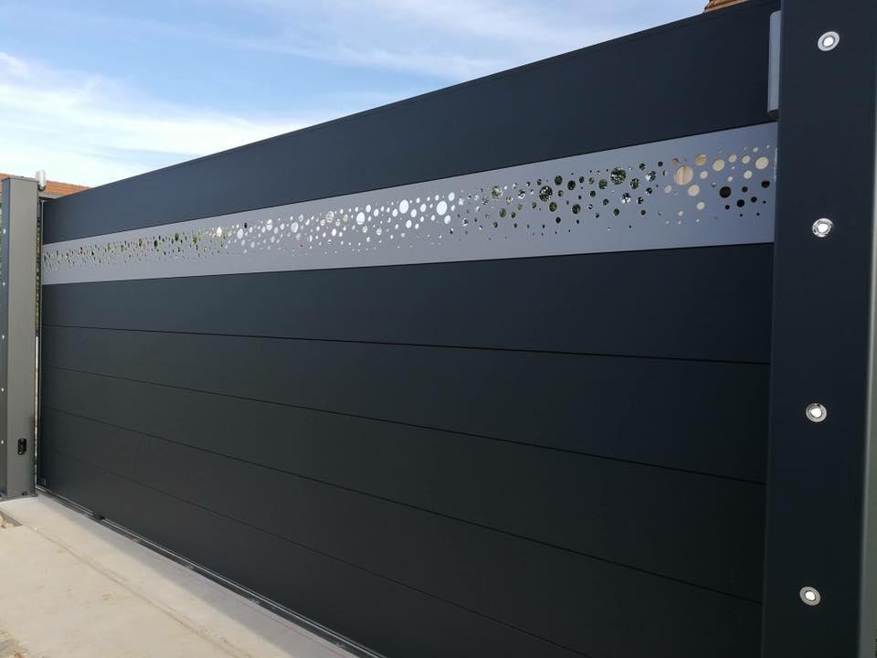 art et portails portail aluminium portail coulissant cl tures et garde corps. Black Bedroom Furniture Sets. Home Design Ideas