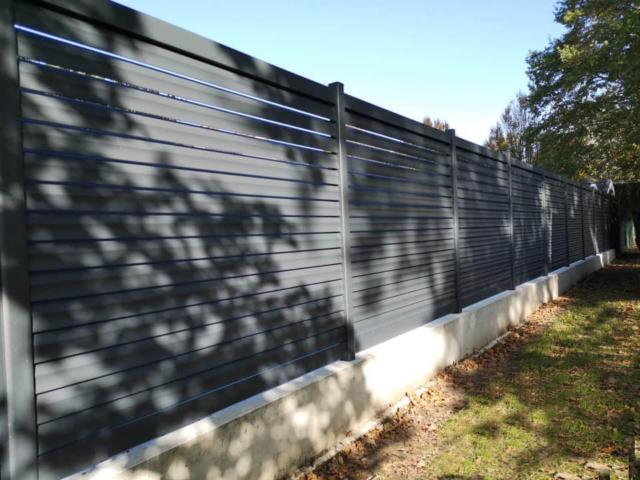 clôture brise-vue en aluminium. fabriqué en alsace
